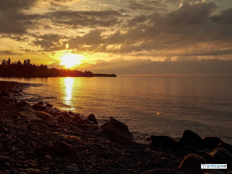 Sonnenaufgang am Oberen See in den USA