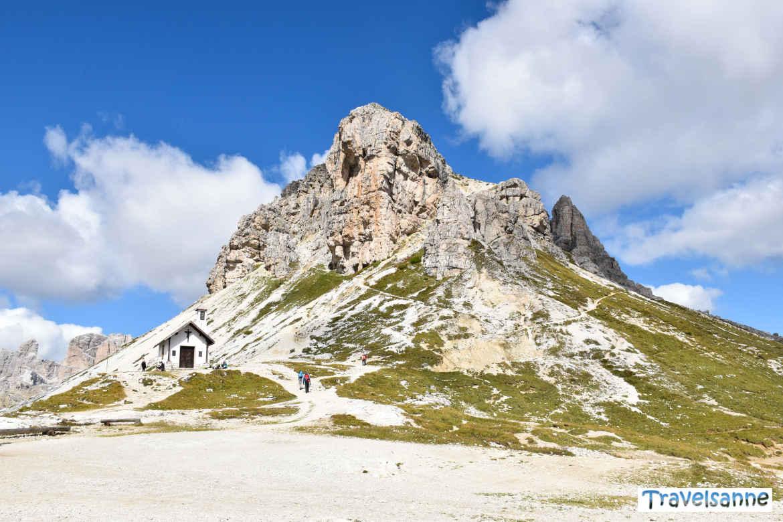 Die idyllische Kapelle bei der Dreizinnenhütte in den Dolomiten