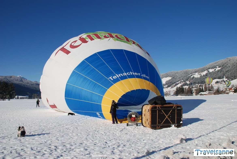 Mithilfe beim Start zur Ballonfahrt über die Alpen