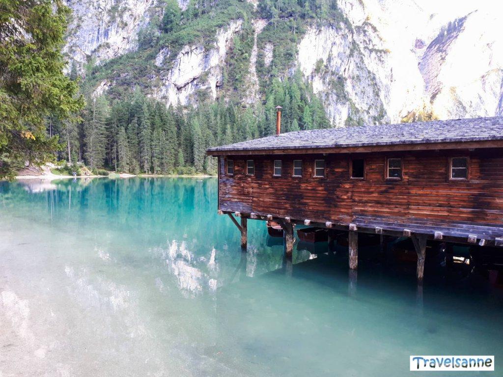 Das Bootshaus am weltberühmten Lago Di Braies in den Dolomiten