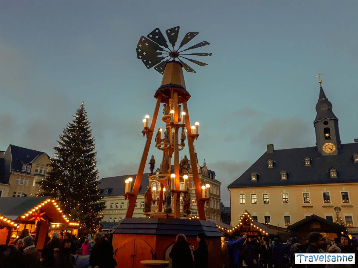 Das Highlight des Annaberger Weihnachtsmarkts: Die traditionelle Marktpyramide
