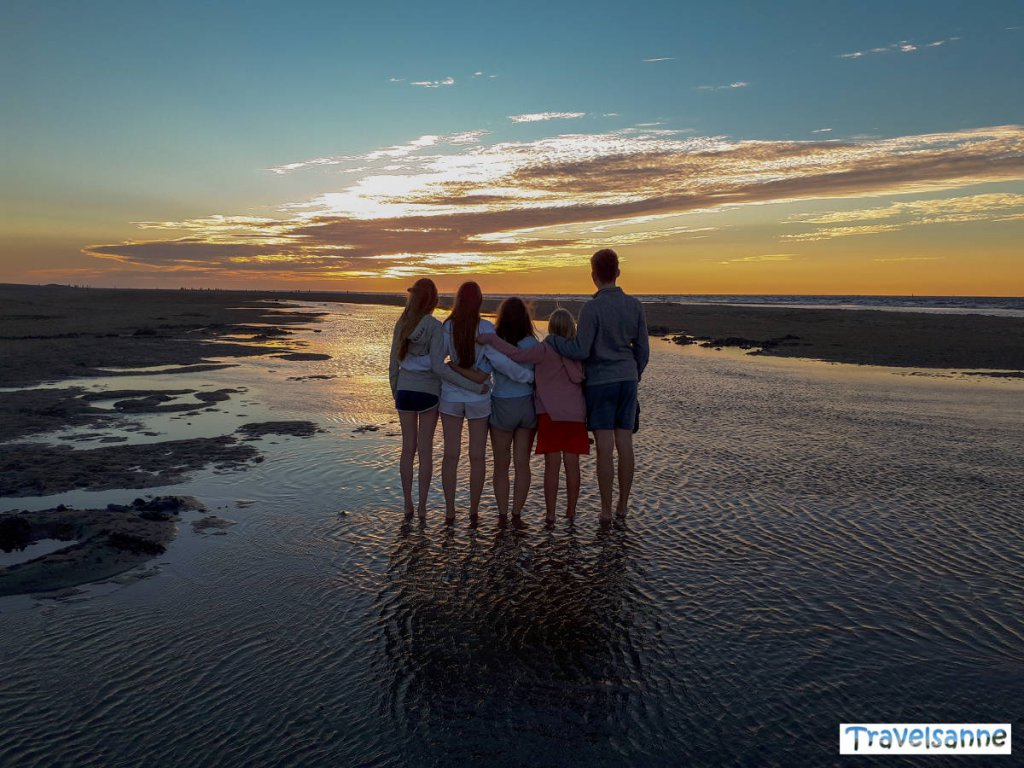 Sonnenuntergang an der niederländischen Küste