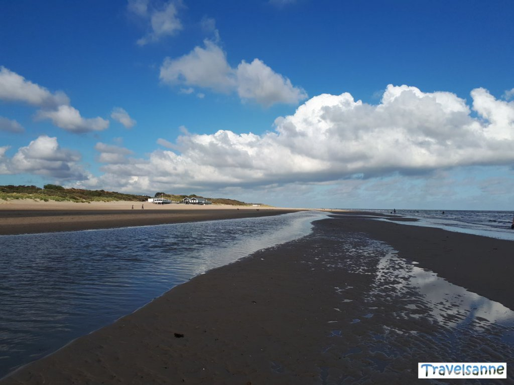 Morgendlicher Strandspaziergang am wunderschönen Strand in Zeeland