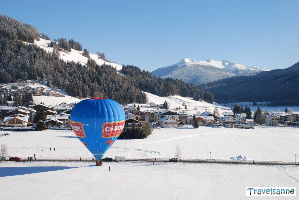 Ballonfahrt über die verschneiten Dolomiten im Hochpustertal
