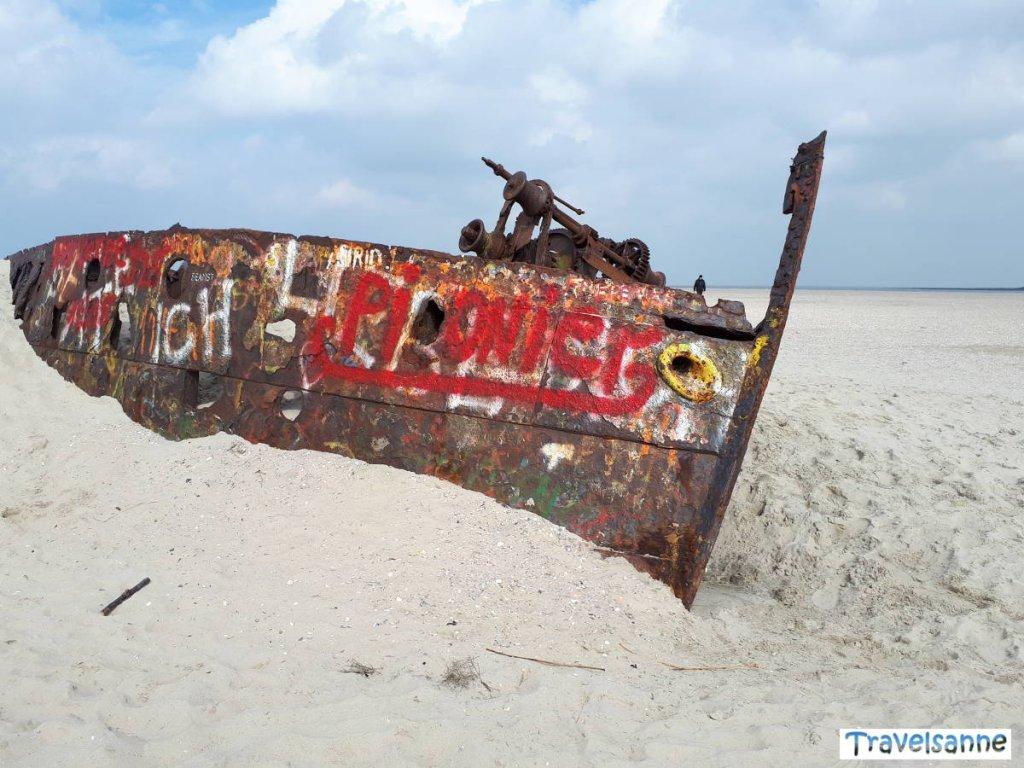 Eine der Attraktionen auf Norderney: Das Schiffswrack am Ostende der Insel