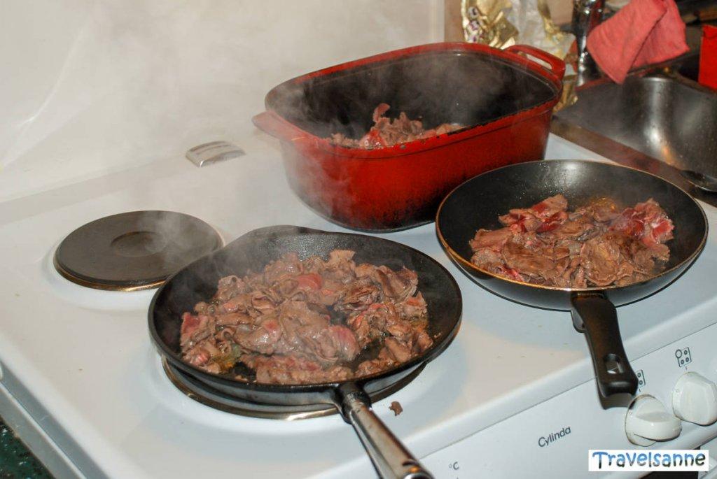 Rentierfleisch-Döner zum Mittagessen auf unserer Schneemobiltour
