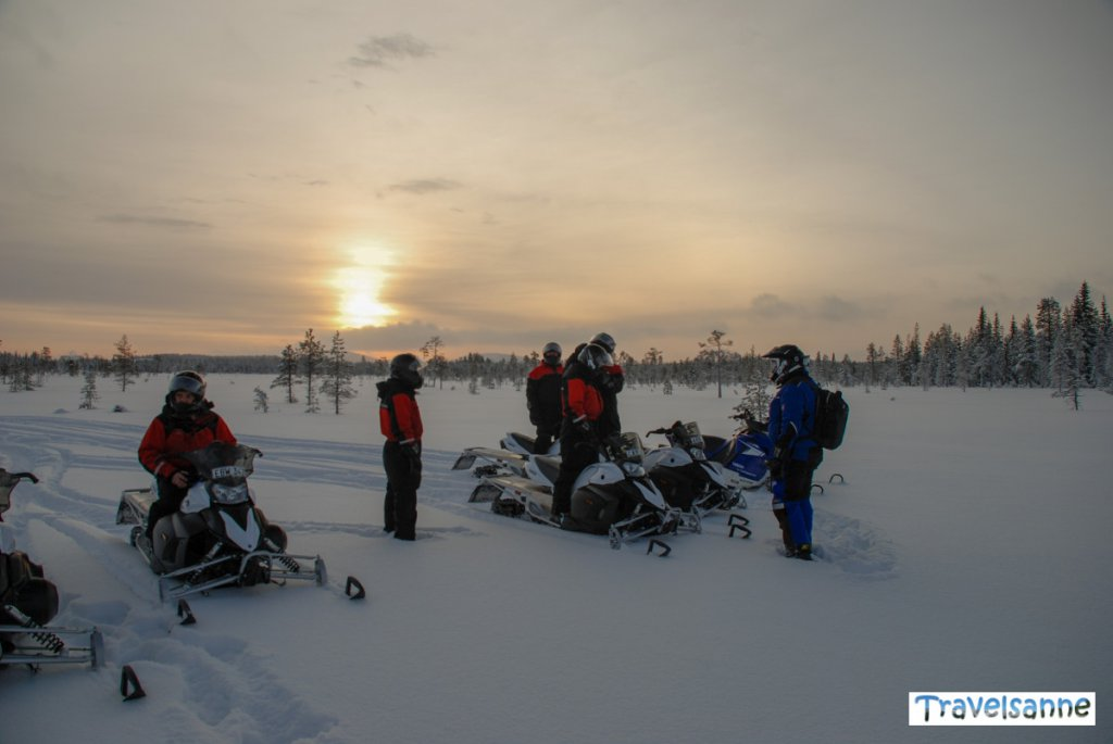 Einweisung vor der Schneemobiltour durch unseren Tourguide