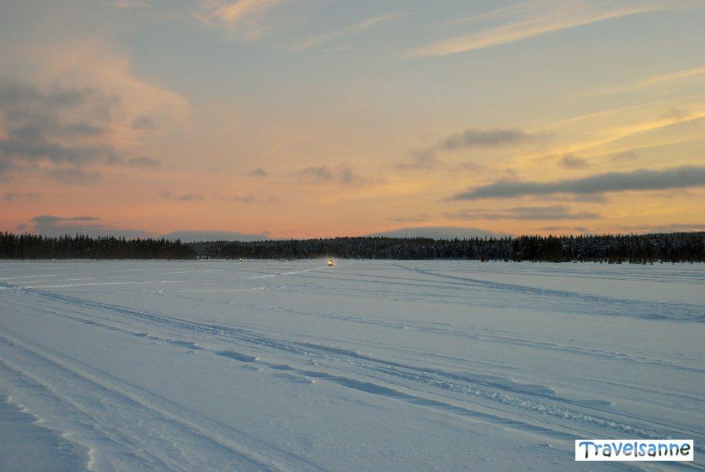 Auf Adventure Tour mit dem Schneemobil durch ein echtes Naturparadies