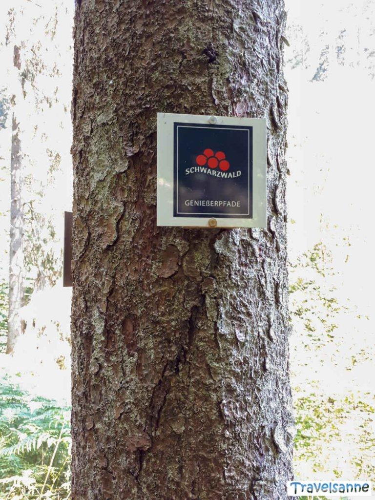 Der markante Wegweiser der Schwarzwald Genießerpfade
