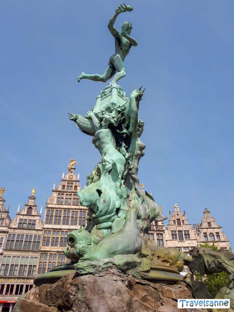 Die Sehenswürdigkeit an Antwerpens Grote Markt: Der Brabobrunnen