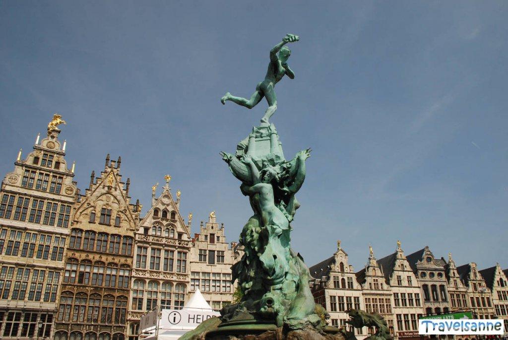 Antwerpen Sehenswürdigkeiten: Brabobrunnen mit Gildehäusern