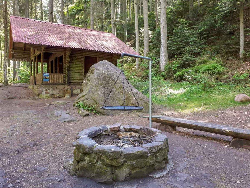 Grillplatz bei der Rolf Hammann Hütte im Monbachtal