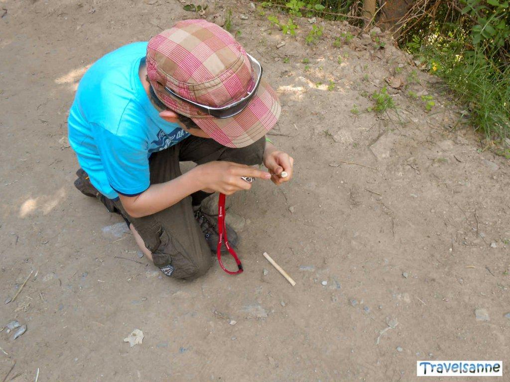 Spaß beim Bau eines Wasserrads für den Waalweg