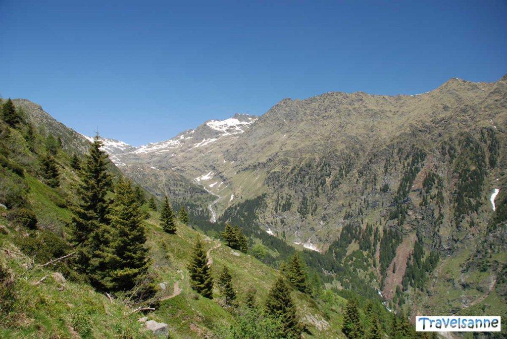 Herrliche Bergwelt auf dem Meraner Höhenweg beim Hochmuth