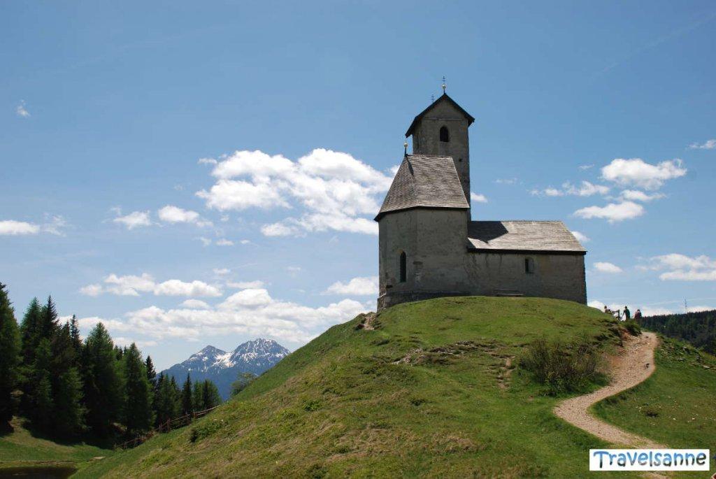 Das St. Vigilius-Kirchlein auf dem Vigiljoch bei Meran