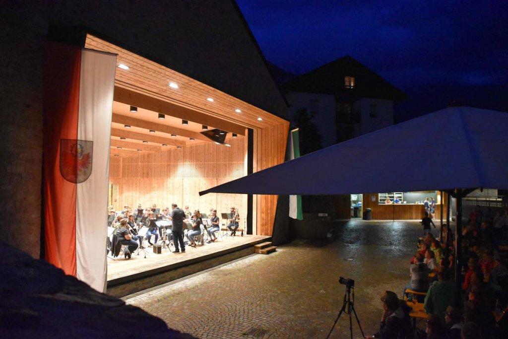 Einmaliges Klangerlebnis beim regenreichen Konzert im Dorfhaus St. Martin in Passeier