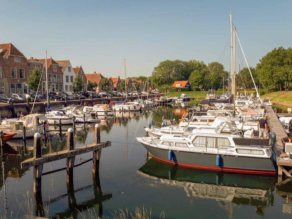 Ein lohnendes Ziel für den Zeeland Urlaub: Der pittoreske Hafen von Veere in Zeeland