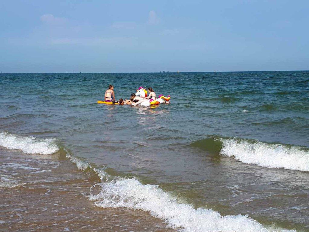 Wassersport mit jeder Menge Spaß in der Bucht beim Brouwersdam in Zeeland