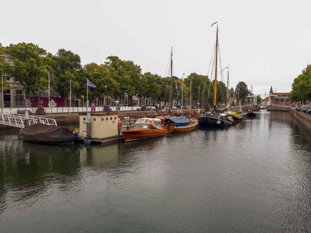 Der historische Hafen von Zierikzee auf Schouwen-Duiveland