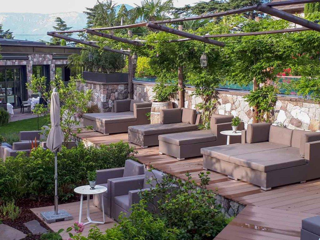 Entspannen im Hotelgarten des Plantitscherhofs