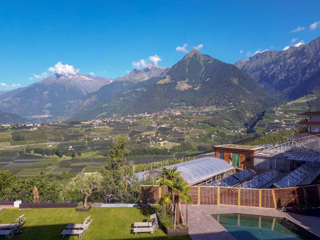 Blick von Schenna auf Dorf Tirol und die Texelgruppe