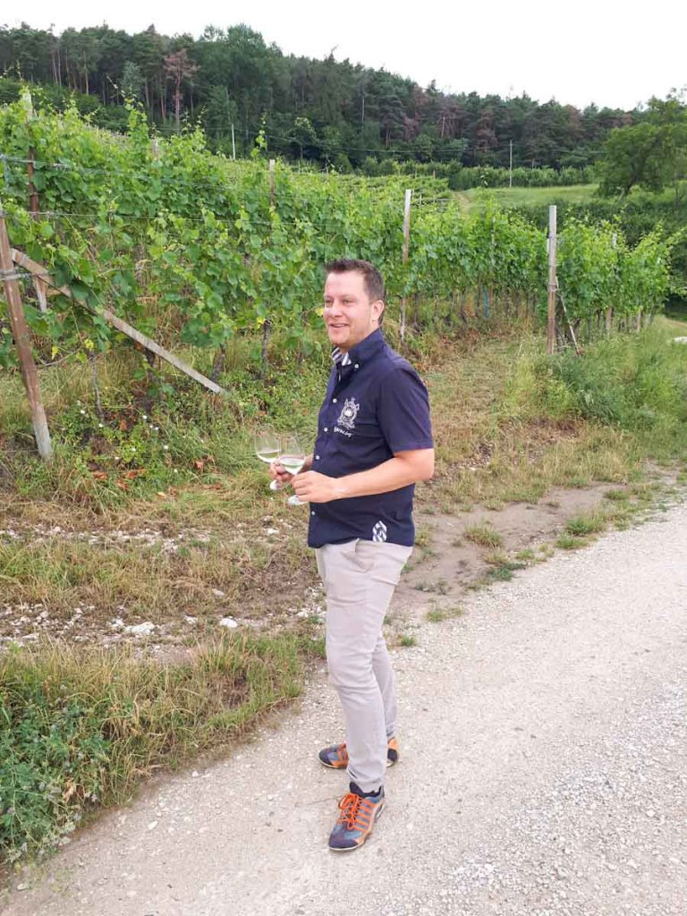 Unser Gastgeber Johannes bei der Weinbergtour entlang der Südtiroler Weinstraße