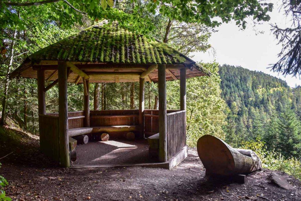 Kurze Pause auf der Berghütte oberhalb von Bad Teinach