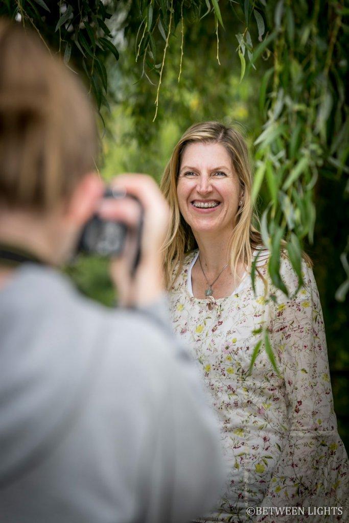 Die Tochter fotografiert bei der Session Outdoor Porträts