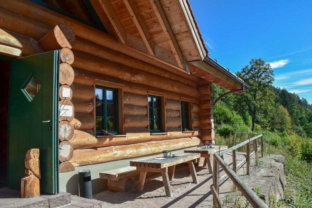 Die einladende Schlossberghütte oberhalb von Bad Teinach