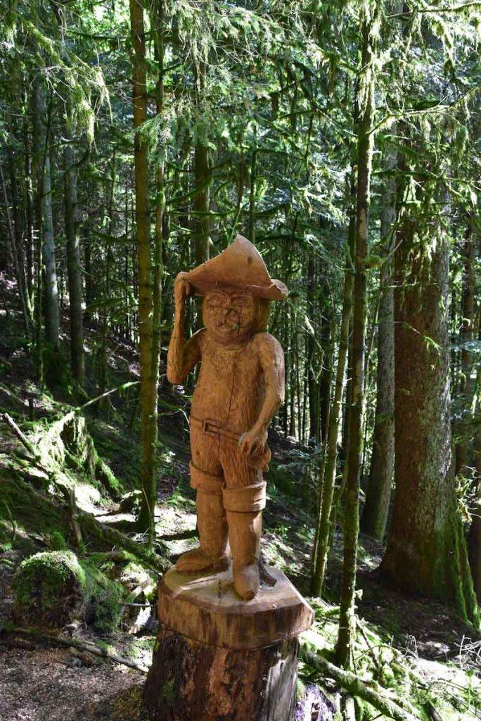 Wegbegleiter durch den Märchenwald