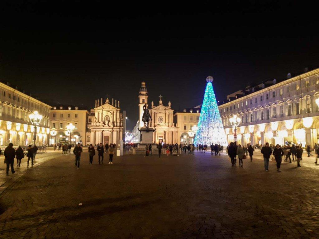 Die Piazza San Carlo in der Turiner Altstadt im weihnachtlichen Lichterglanz