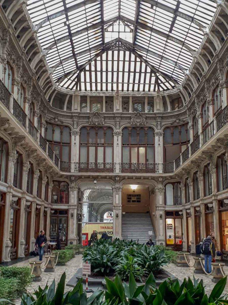 Geheimtipp für Architekturfans: Die Galleria Subalpina in der Turiner Altstadt