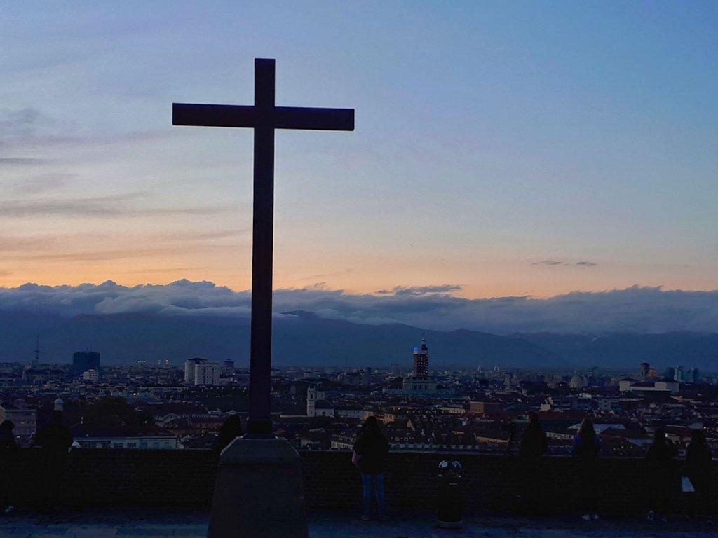 Die norditalienische Stadt Turin im Sonnenuntergang