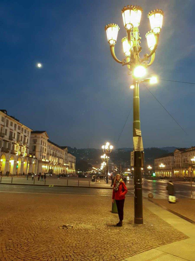 Turins Piazza Vittorio Veneto im Laternenschein