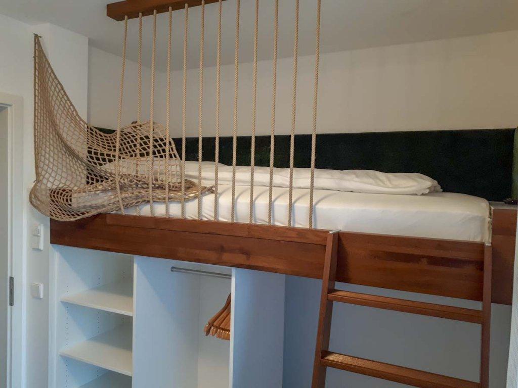 Das traumschöne Hochbett unserer Bannwald Lodge