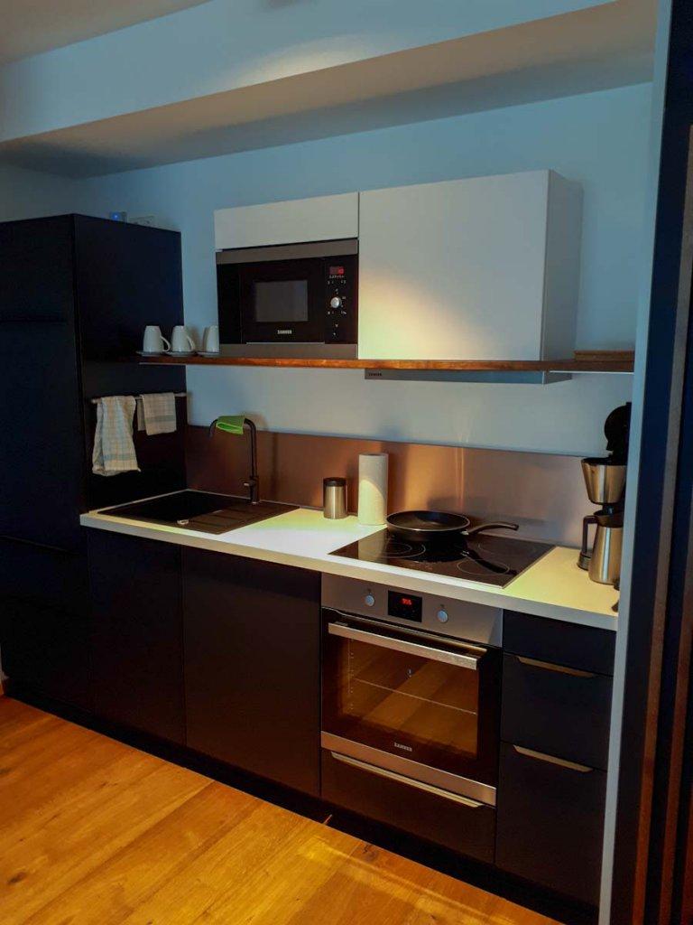 Die perfekt ausgestattete Küche unserer Ferienwohnung in Hinterzarten
