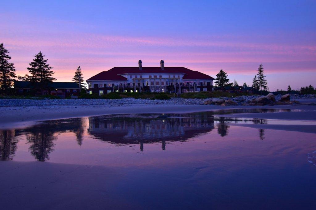 Sonnenuntergang am White Point Beach Resort in Nova Scotia