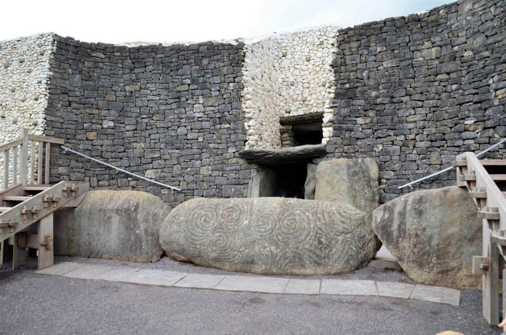 Historische Irland Attraktion: Die jungsteinzeitlichen Megalithgräber von Newgrange
