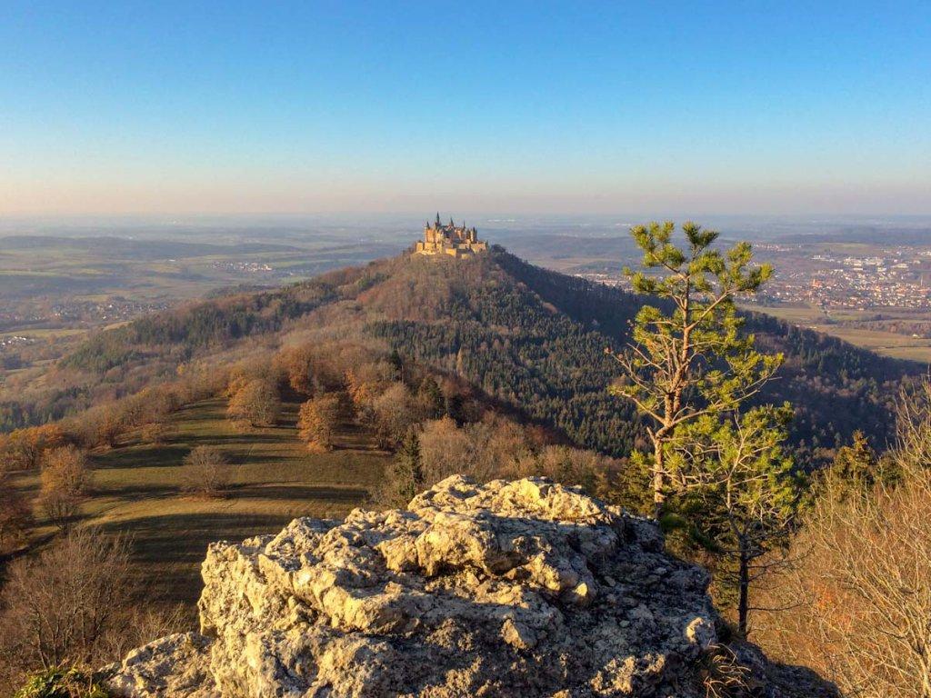Baden-Württemberg: Wandern auf den Traufgängen rund um Burg Hohenzollern