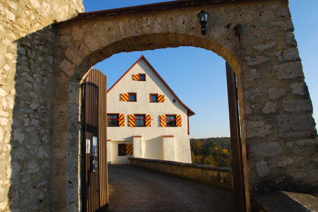 Abenteuerliche Übernachtung auf Burg Derneck im Großen Lautertal bei Hayingen