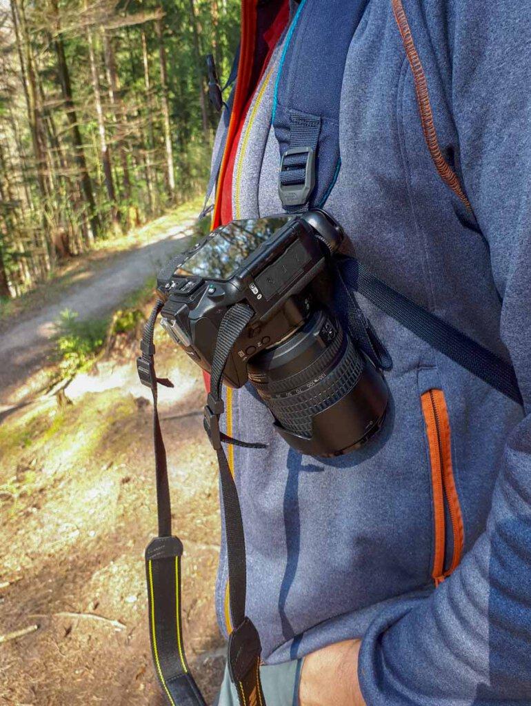 Extrem praktisch: Der Kameraclip für den Rucksack