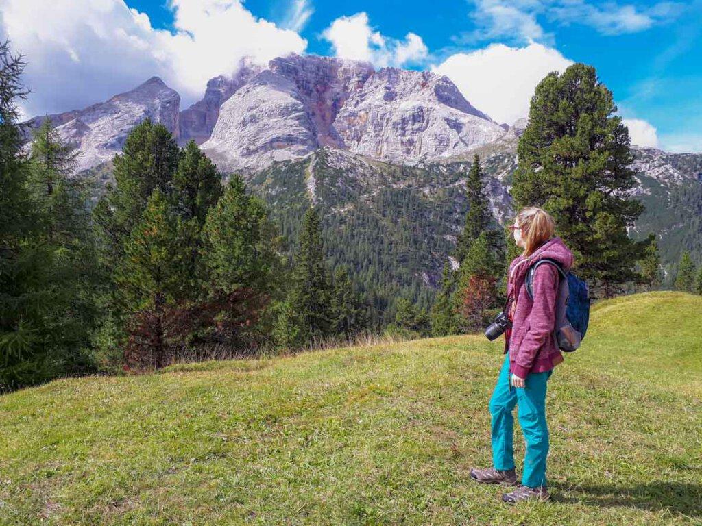 Unsere Tochter gut ausgerüstet für die Dolomitenwanderung