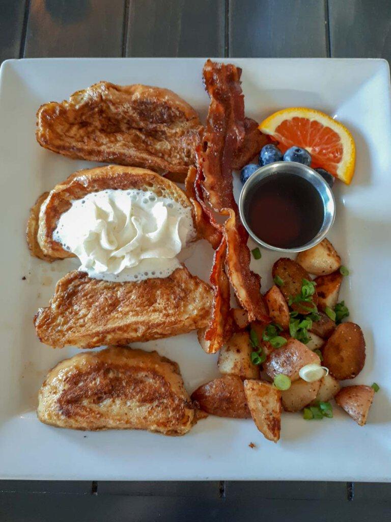 Frisch zubereitet für uns: American Breakfast in Nova Scotia