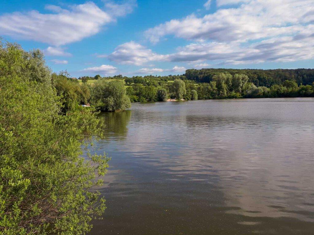 Badesee nahe Stuttgart: Der beliebte Aileswasensee