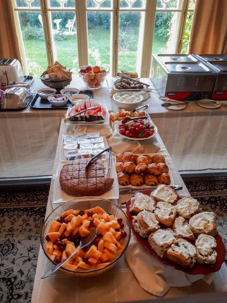 Opulentes Frühstücksbuffet in unserem B&B in Québec