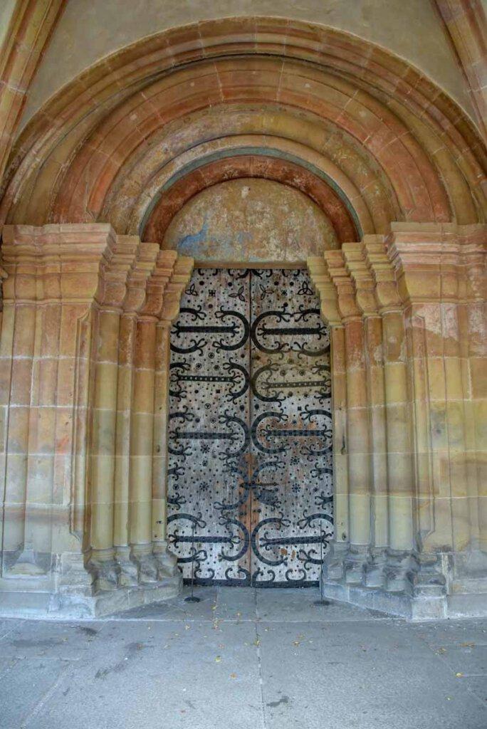 Die Eingangstür von Kloster Maulbronn, angeblich die älteste Tür Deutschlands