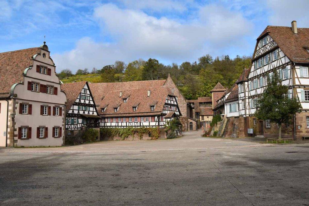 Der Klosterhof Maulbronn mit den Wirtschaftsgebäuden