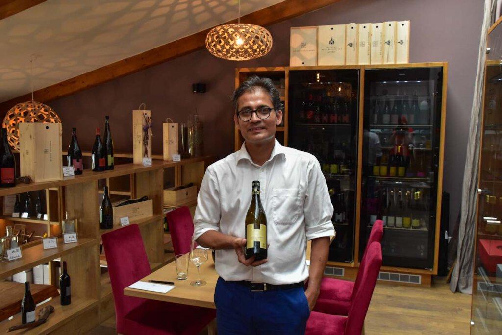 Weinverkostung in der Vinothek der Heitlinger Genusswelten