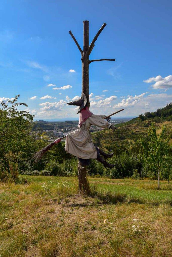 Hexen weisen uns den Weg auf dem Lautenbacher Hexensteig
