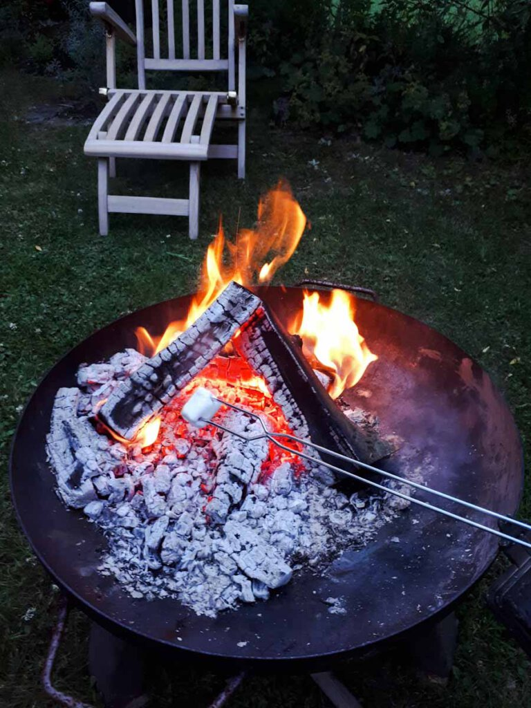 Amerika-Feeling zuhause: Marshmallows rösten am Lagerfeuer